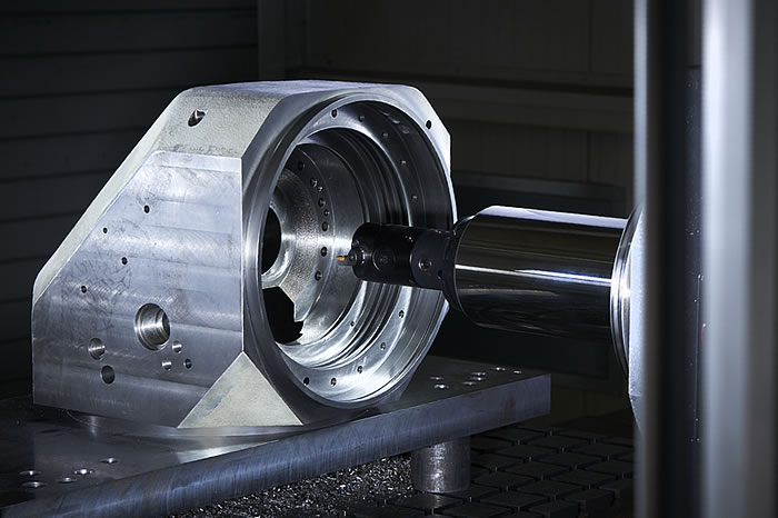 Highly precise machining of a milling unit